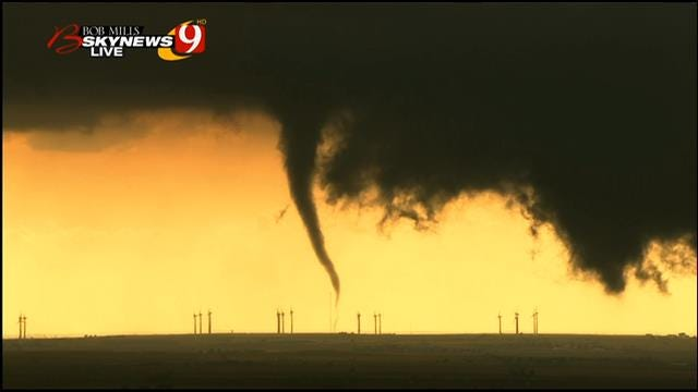 Bob Mills SkyNews 9 HD Captures Tornado Near Hydro