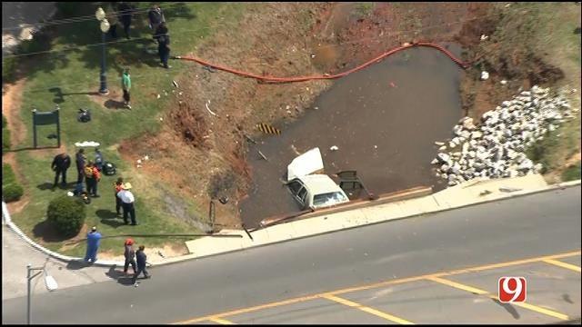 WEB EXTRA: SkyNews 9 Flies Over Vehicle Crashed In SW OKC Creek