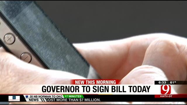 Gov. Mary Fallin To Sign Bill Banning Texting And Driving