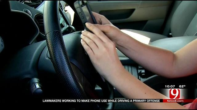Lawmakers Working To Make Phone Use While Driving A Primary Offense