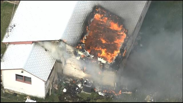 WEB EXTRA: Bob Mills SkyNews 9 HD Flies Over NE OKC House Fire