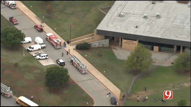 WEB EXTRA: SkyNews 9 Flies Over Evacuation At Putnam City Elementary
