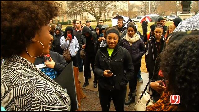 WEB EXTRA: Students Singing In Support Of Protest At OU Campus