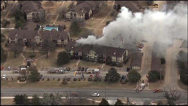 WEB EXTRA: SkyNews 9 Flies Over NW OKC Apartment Fire