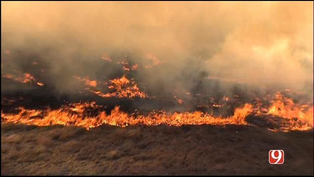 WEB EXTRA: Bob Mills SkyNews 9 HD Flies Over Grass Fire In Edmond