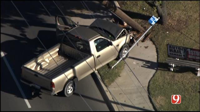 WEB EXTRA: Bob Mills SkyNews9 HD Flies Over A Truck Crashed Into A Power Pole In NW OKC
