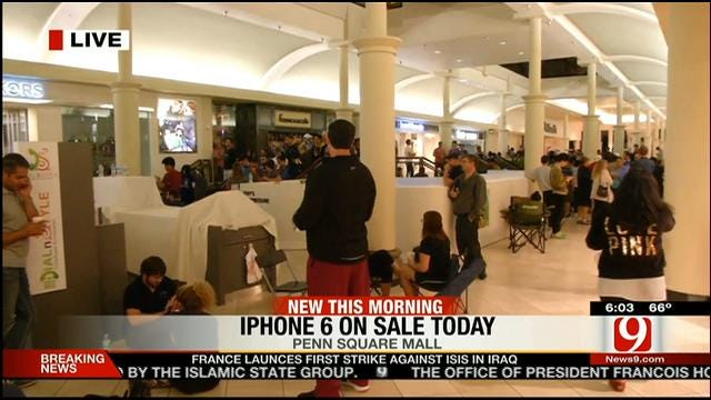 Oklahomans Line Up Early Friday Morning For Release Of New iPhones