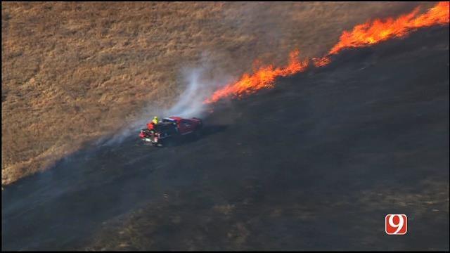 WEB EXTRA: Bob Mills SkyNews 9 HD Flies Over Grass Fire Near Newcastle