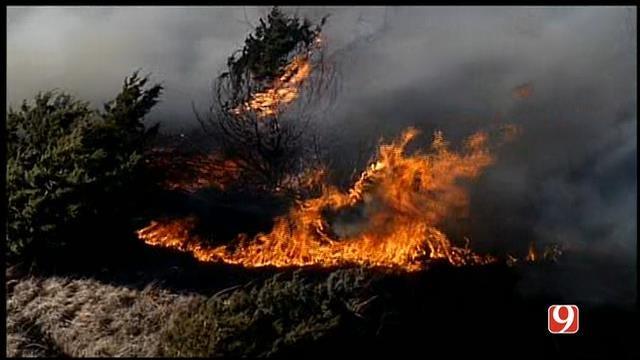 WEB EXTRA: Bob Mills SkyNews 9 HD Flies Over Yukon Grass Fire