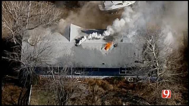 SkyNews 9 Flies Over Mobile Home Fire In SE OKC