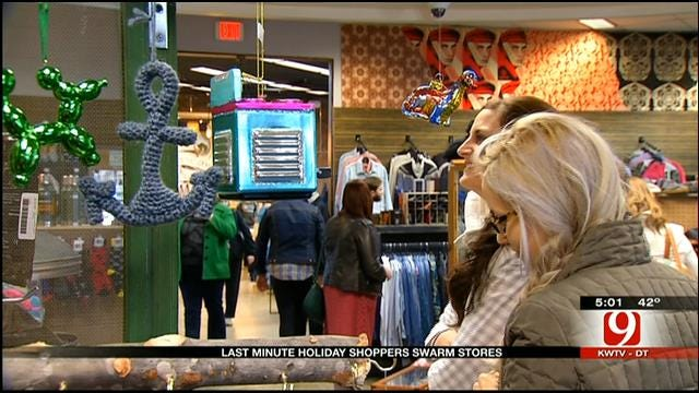 Last-Minute Shoppers Hit Oklahoma Stores On Christmas Eve