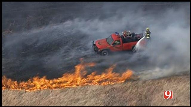 SkyNews 9 Flies Over Grassfire North Of Guthrie
