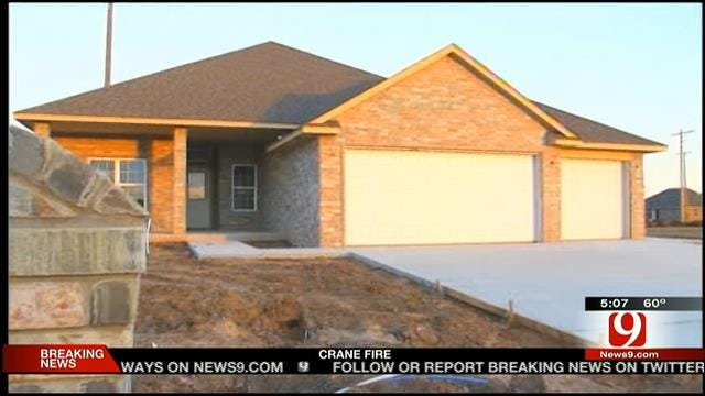 Moore Families Rebuilding Homes Waiting For Gas Service