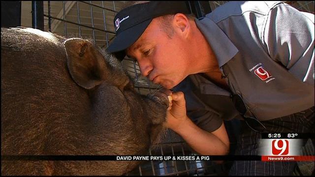 David Payne Kisses Pig For 'Food For Kids'