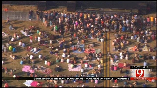 Crowds Of Concertgoers Descend On Guthrie