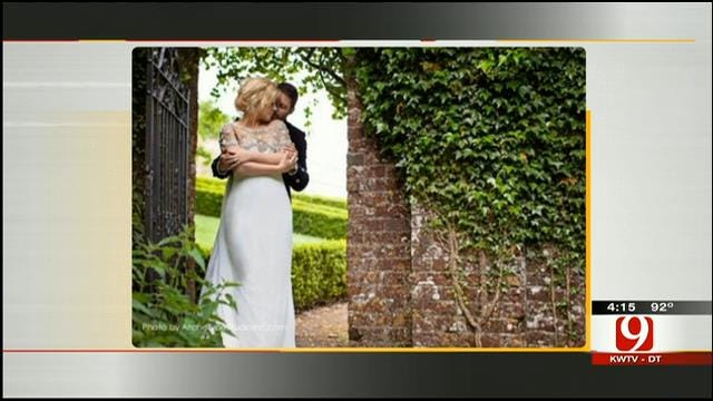 Hot Topics: Clarkson Changes Wedding Plans