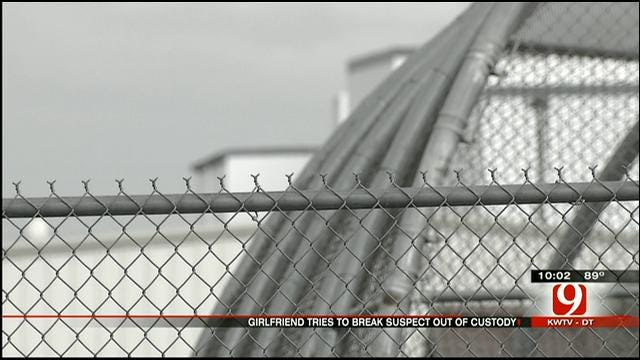 Deputies: Bob Stoops Burglary Suspect Attempts Escape