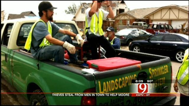 Volunteers Helping To Clean Up In Moore Robbed