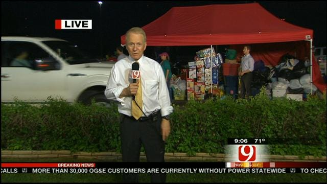 Oklahomans Lining Up At News 9 Studio To Donate To Tornado Victims