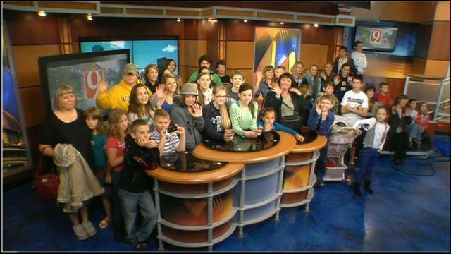 Students Visit News 9 At Noon