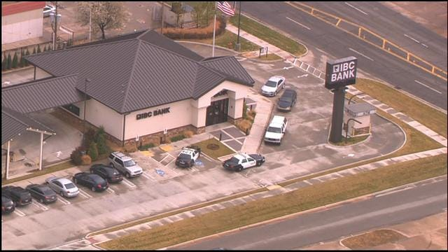 WEB EXTRA: SkyNews 9 Flies Over Scene Of Bank Robbery