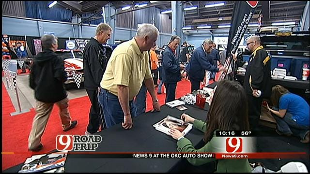 Kelly, Amanda Meet Viewers At OKC Auto Show
