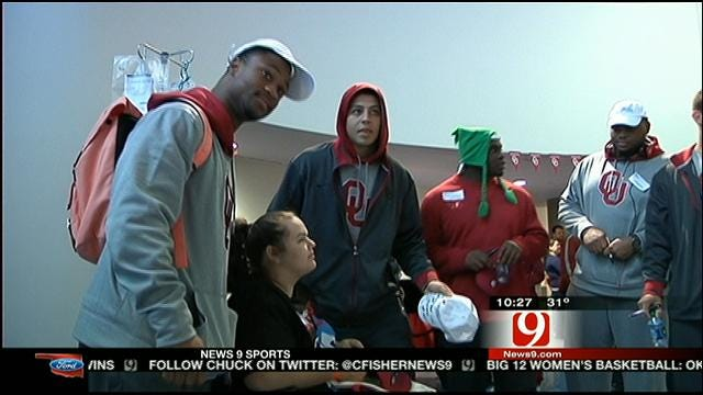 Sooners Spend Time At Children's Hospital