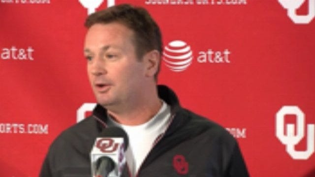 Bob Stoops Laughs About Golf At Pebble Beach