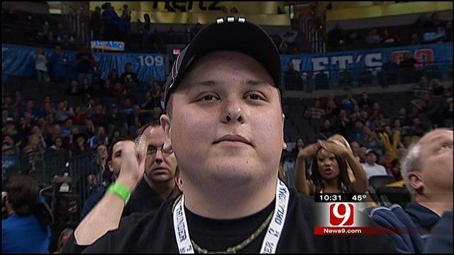Harris Donates Thunder Tickets to Fan with Leukemia
