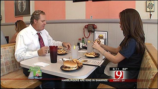 Amanda, Kelly Experience The Famous 'Hamburger King' In Shawnee
