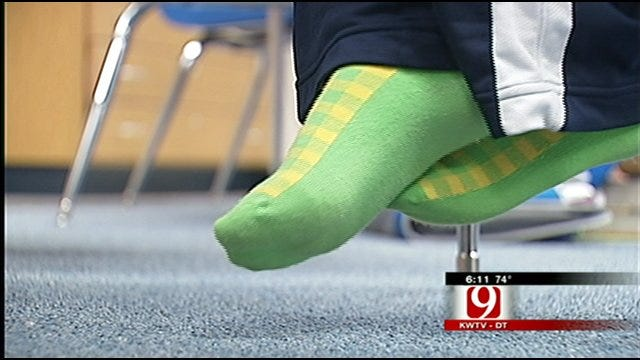 Students Go Without Shoes To Raise Awareness