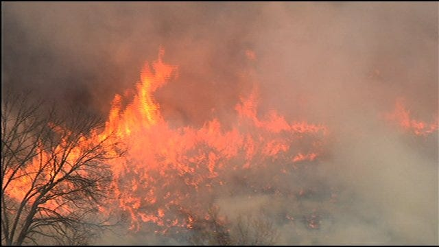 SkyNews 9 Flies Over Massive Wildfire In Slaughterville