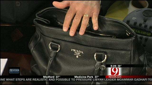What's In Robin's Purse?