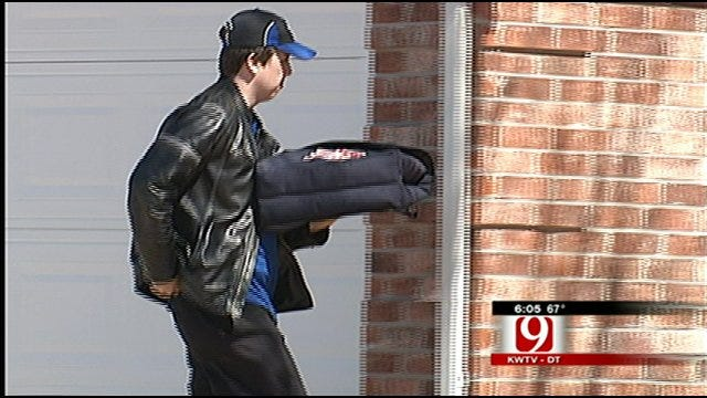 Norman Pizza Delivery Drivers Robbed