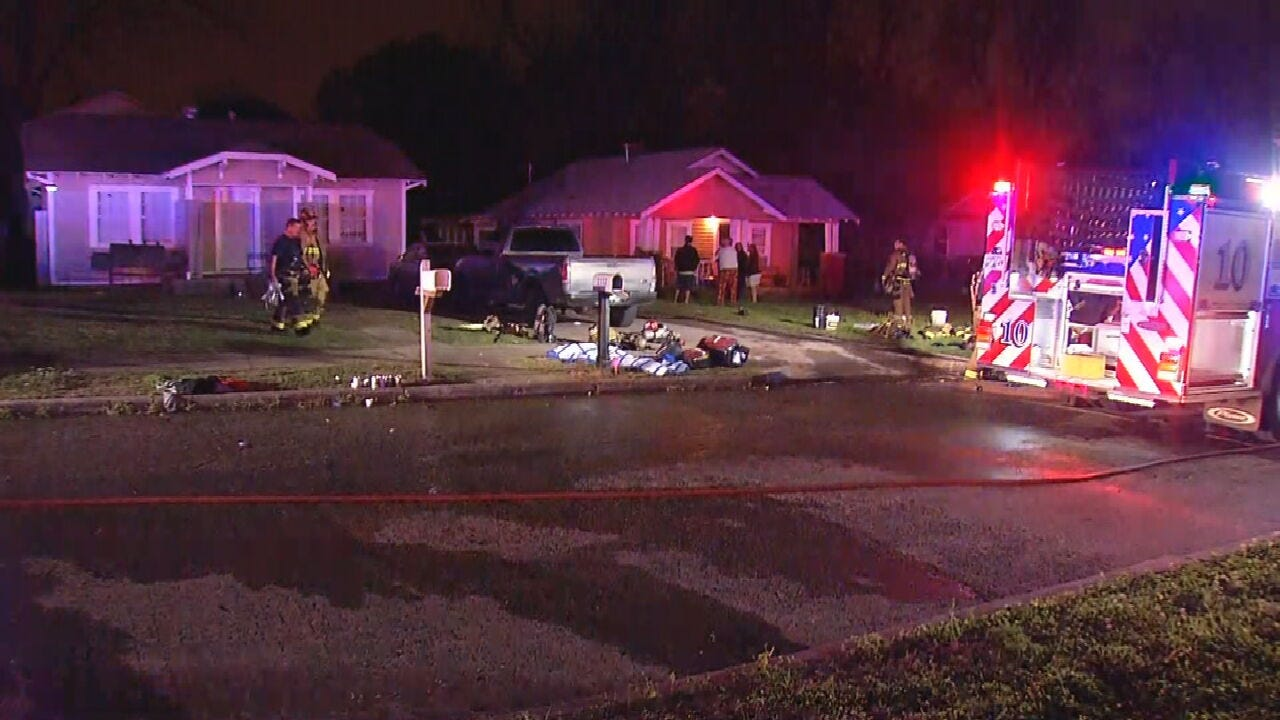 OKC Firefighters Say 1 Woman In Critical Condition After Apartment Fire