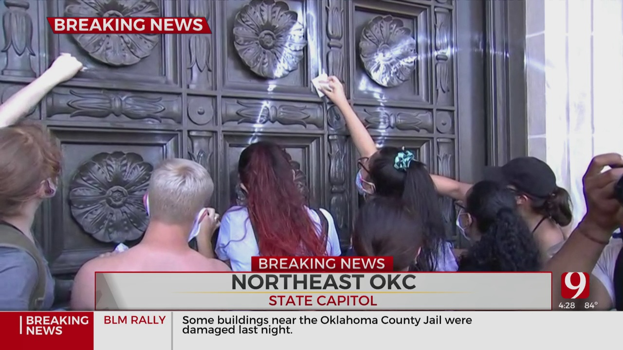 WATCH: Peaceful Protesters Rush To Clean Graffiti Off State Capitol During Black Lives Matter Rally