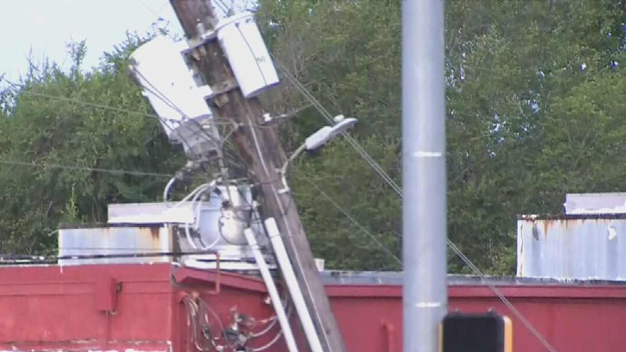 Severe Storms Knock Downs Trees, Power Lines Across Oklahoma; Thousands Without Power