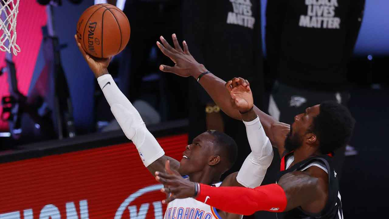 Schroder Scores 30; Thunder Top Rockets To Even Series