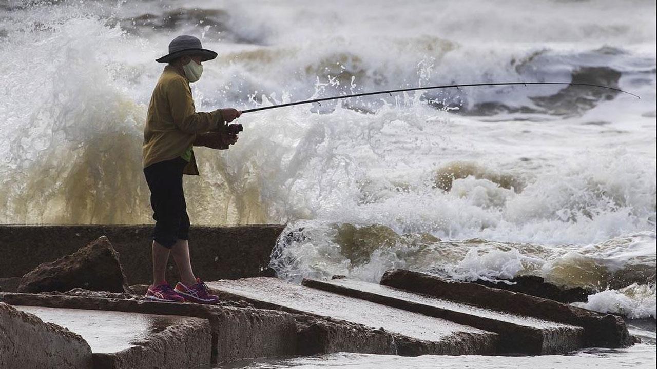 Tropical Storm Beta Churns Slowly Toward Texas And Louisiana