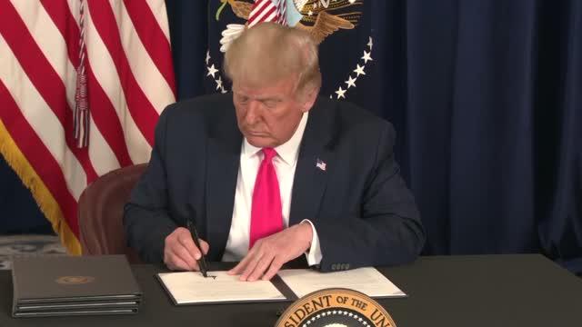 Trump Extends Unemployment Benefits, Defers Payroll Tax