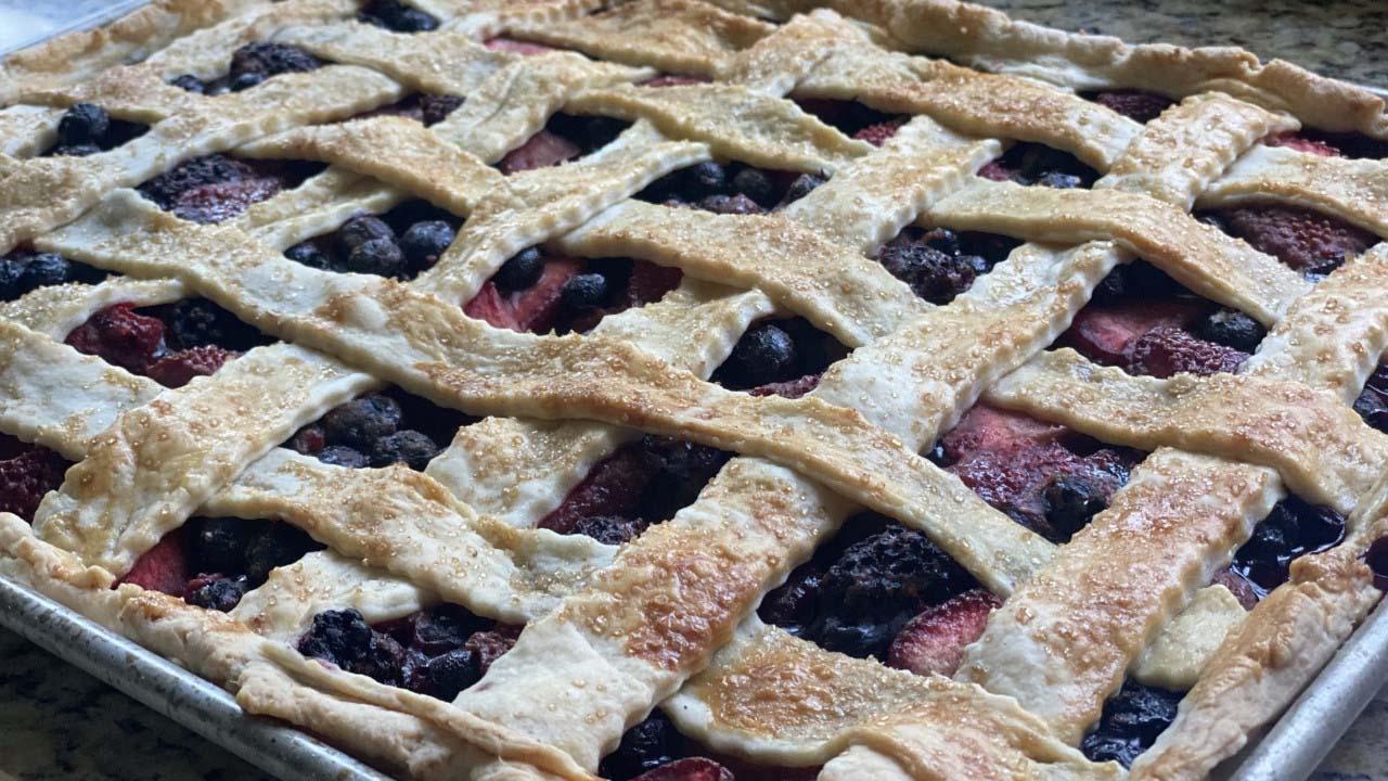 Sassy Mama: Summer Berry Slab Pie