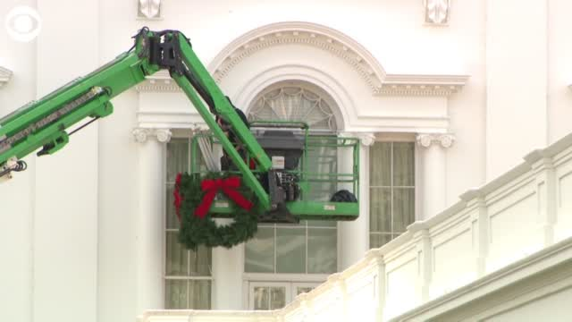WATCH: Crews Hang Wreaths On The White House