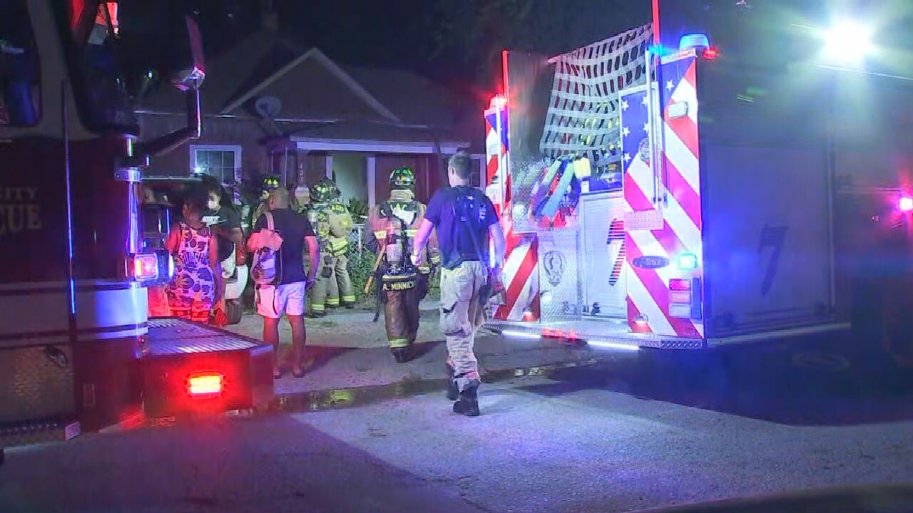 Oklahoma City Firefighters Investigate 2 Overnight Fires