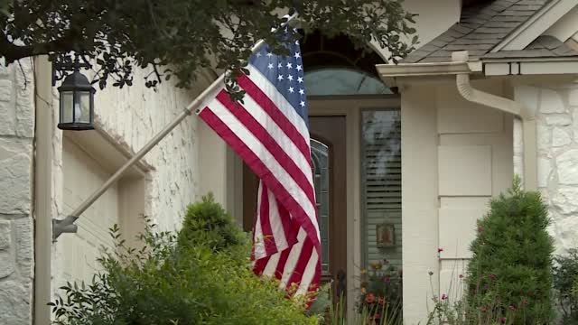 Veterans Honored With More Than 1,000 American Flags