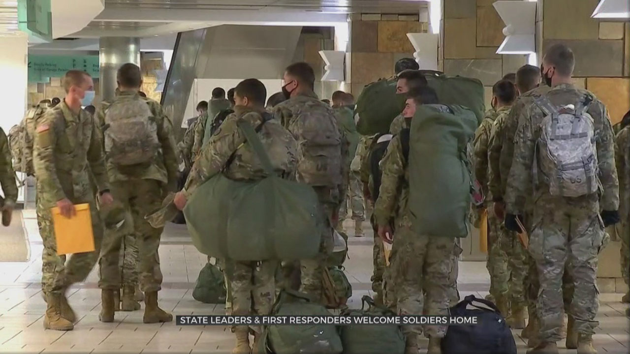 Hundreds Of Fort Sill Soldiers Fly Out Of Will Rogers World Airport For The Holidays