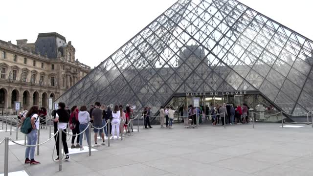 WATCH: People Line Up To Visit The Louvre When It Reopens After Closing During The Pandemic