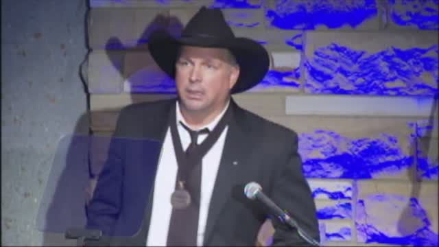 From Amanda Taylor: Catching Up With Garth Brooks