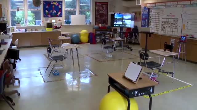 Schools Across US Scrambling With Fall Reopening Plan s