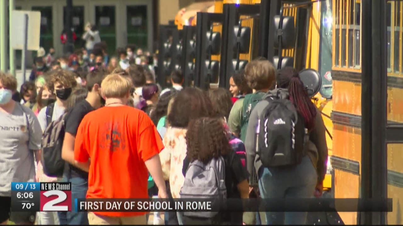 Image for Rome students return to school after one week delay