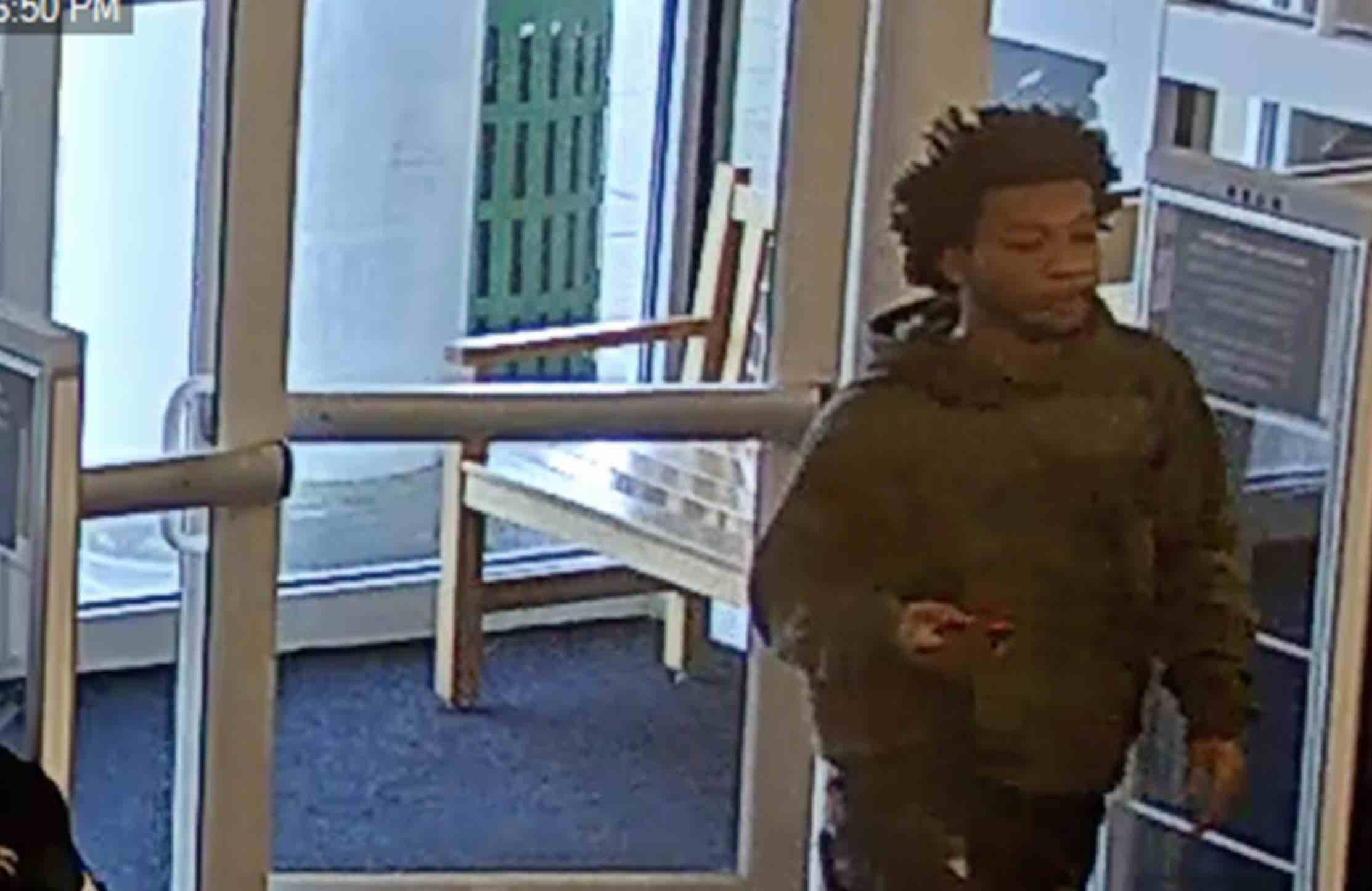 Image for Crime Stoppers: The counterfeiting Kohl's shopper